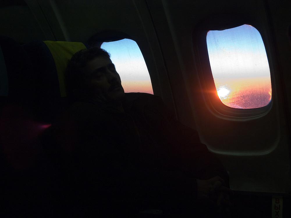 Schlafender Mann auf dem Flug von Jakutsk nach Nowosibirsk.<br /> <br /> Sleeping person on the plane from Yakutsk to Novosibirsk.