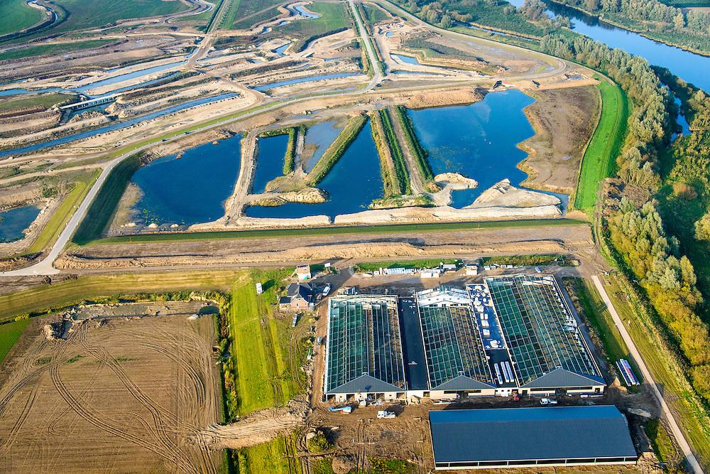 Nederland, Noord-Brabant, Werkendam, 28-10-2014; Ruimte voor de Rivier project Ontpoldering Noordwaard. Nieuwe boerderij met stallen op terp en grondwerk t.b.v. de aanleg van meanderende kreken, inclusief nieuwe bruggen.<br /> De Noordwaard wordt ontpolderd door de dijken aan de rivierzijde gedeeltelijk af te graven, hierdoor kan derivier bij hoogwater via de Noordwaard sneller naar zee stromen. Gevolg van de ingrepen is ook dat de waterstand verder stroomopwaarts zal dalen.<br /> National Project Ruimte voor de Rivier (Room for the River) By lowering and / or moving the dike of the Noordwaard polder the area will become subject to controlled inundation and function as a dedicated water detention district. Houses and farmhouses will be constructed on new dwelling mounds. <br /> luchtfoto (toeslag op standard tarieven);<br /> aerial photo (additional fee required);<br /> copyright foto/photo Siebe Swart