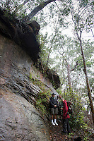 Evan Yanna Muru conducts ABORIGINAL BLUE MOUNTAINS WALKABOUT in the lower blue mountains of Faulconbridge. On the tour are Joe and Meg Boker from New Zealand and journalist Julica Jungehulsing.