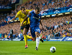 LONDON, ENGLAND - Wednesday, May 6, 2009: Chelsea's Florent Malouda and Barcelona's Daniel Alves during the UEFA Champions League Semi-Final 2nd Leg match at Stamford Bridge. (Photo by David Rawcliffe/Propaganda)