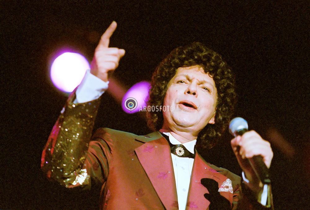 Sao Paulo, SP, Brasil   Nov/1997.Show em homenagem a Nelson Goncalves no Anhembi em SP. Cauby Peixoto./Concert in honour to Nelson Goncalvez with Cauby Peixoto at Anhembi in SP.Foto Marcos Issa/Argofoto