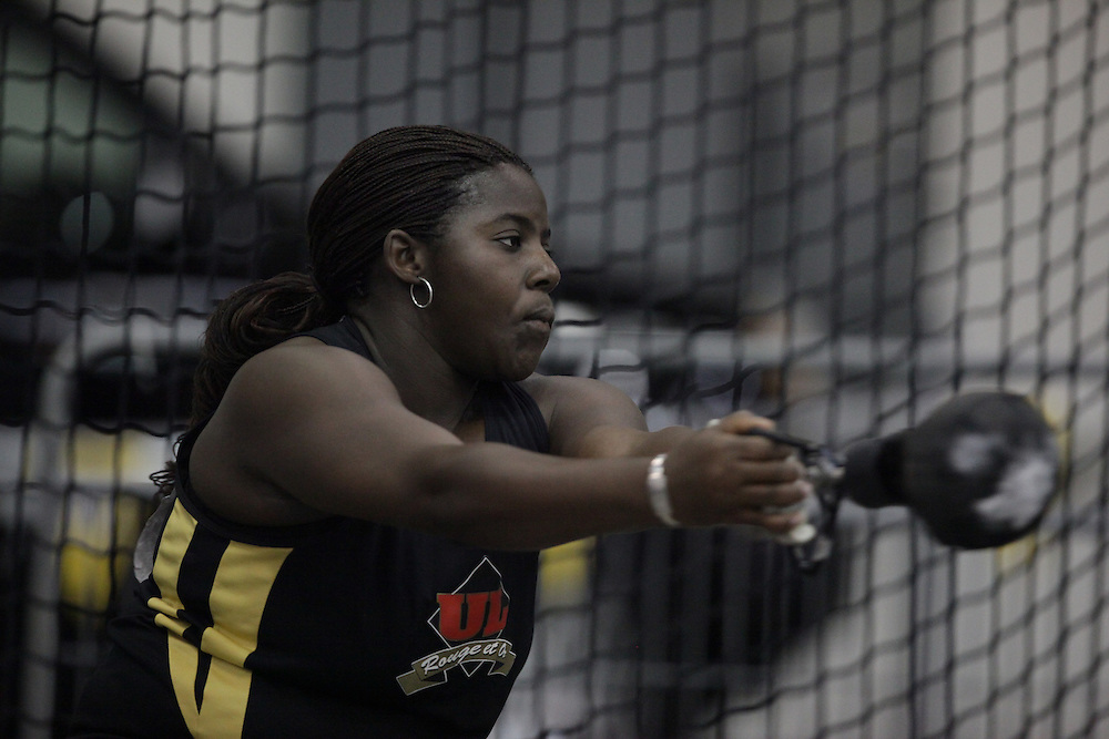 Windsor, Ontario ---12/03/09--- \cis\ competes in the women's weight throw at the CIS track and field championships in Windsor, Ontario, March 12, 2009..GEOFF ROBINS Mundo Sport Images