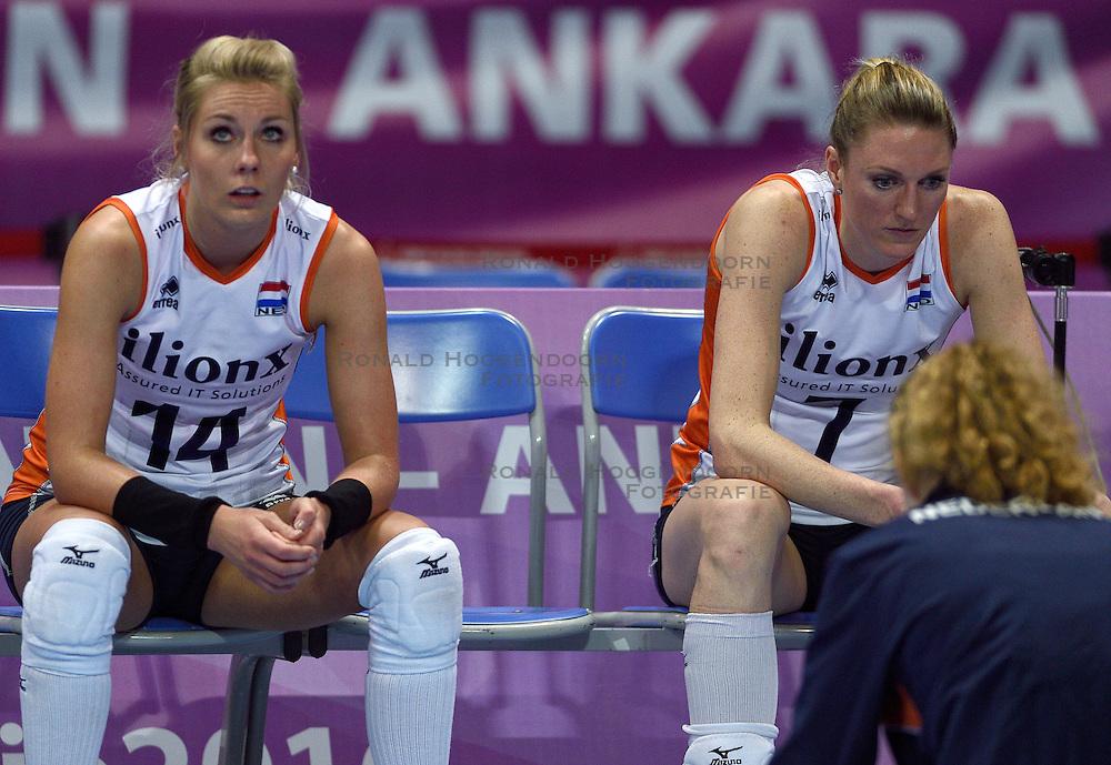 04-01-2016 TUR: European Olympic Qualification Tournament Nederland - Duitsland, Ankara <br /> De Nederlandse volleybalvrouwen hebben de eerste wedstrijd van het olympisch kwalificatietoernooi in Ankara niet kunnen winnen. Duitsland was met 3-2 te sterk (28-26, 22-25, 22-25, 25-20, 11-15) / Teleurstelling bij Laura Dijkema #14, Quinta Steenbergen #7