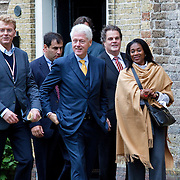 Nederland, Achlum, 28-05-2011 CONVENTIE VAN ACHLUM.   Bill Clinton verlaat de dorpskerk na een gesprek met de raad van bestuur van Achmea. Lionks met bril Achmea CEO Willem van Duin.Verzekeraar Achmea viert vandaag in het Friese dorpje haar 200 jarig bestaan. FOTO: Gerard Til / Hollandse Hoogte