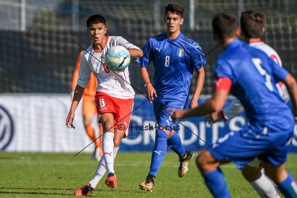 21.09.2017; Niederhasli; FUSSBALL U16 - Schweiz - Italien;<br /> Camreon Prats (SUI) Andrea Capone (ITA) <br /> (Andy Mueller/freshfocus)