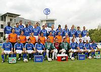 Fotball<br /> Bundesliga Tyskland 2003/2004<br /> 02.07.2003<br /> Foto: Uwe Speck, Digitalsport<br /> <br /> FC Schalke 04 <br /> Saison 2003/2004<br /> hinten v.l. Anibal MATELLAN, Sven VERMANT, Hamit ALTINTOP, Trainer JUPP HEYNCKES,  Co-Trainer Eddy ACHTERBERG, Gerald ASAMOAH, Ebbe SAND, Mike HANKE<br /><br /> 3.Reihe v.l. Victor AGALI, Marco von HOOGDALEM, Eduardo ALCIDES, Tomasz WALDOCH, Dario RODRIGUEZ, Christian POULSEN, Levan KOBIASGVILI, Kristijan DJORDJEVIC, Jochen SEITZ, Nico von KERCKOVEN, Tomasz HAJTO<br /> 2.Reihe v.l. kotrophologe Christian FRANK, Mannschaftsarzt Dr. Thorsten RARRECK, Physiotherapeuten Oliver NIEHAUSER, Karl-Heinz OHLAND. Michael BIRKNERS, Zeugwart Enrico HEIL, Betreuer Charly NEUMANN, Reha Trainer Christos PAPADOPOULOS, Konditionstrainer Uwe SPEIDEL, Torwarttrainer Oliver RECK<br /> vorne v.l. Filip TROJAN, Gustavo VARELA, Simon CZIOMMER, Emile MPENZA, Volkan ÜNLÜ, Frank ROST,  Christofer HEIMEROTH, Niels Ude KAMPHUIS, Sven KMETSCH, Jörg BÖHME, Sergio PINTO