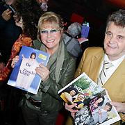 NLD/Hilversum/20111115 - Boekpresentatie Zangeres Zonder Naam van Ben Holthuis, Conny Vink en …………….