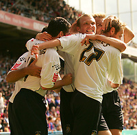 Fotball<br /> Foto: SBI/Digitalsport<br /> NORWAY ONLY<br /> <br /> Crystal Palace v Luton Town<br /> <br /> The Coca-Cola Football League Championship. Selhurst Park.<br /> 06/08/05<br /> <br /> Luton Town's Warren Feeney celebrates with Ahmet Brkovic and team mates after Ahmet Brkovic's winning goal against Crystal Palace.
