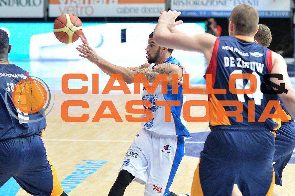 DESCRIZIONE : Cant&ugrave; Lega A 2014-15Acqua Vitasnella Cant&ugrave; Acea Roma<br /> GIOCATORE : James Feldeine<br /> CATEGORIA : Passaggio<br /> SQUADRA : Acqua Vitasnella Cant&ugrave;<br /> EVENTO : Campionato Lega A 2014-2015<br /> GARA : Acqua Vitasnella Cant&ugrave; Acea Roma<br /> DATA : 11/01/2015<br /> SPORT : Pallacanestro <br /> AUTORE : Agenzia Ciamillo-Castoria/I.Mancini<br /> Galleria : Lega Basket A 2013-2014  <br /> Fotonotizia : Cant&ugrave; Lega A 2013-2014 Acqua Vitasnella Cant&ugrave; Acea Roma<br /> Predefinita :