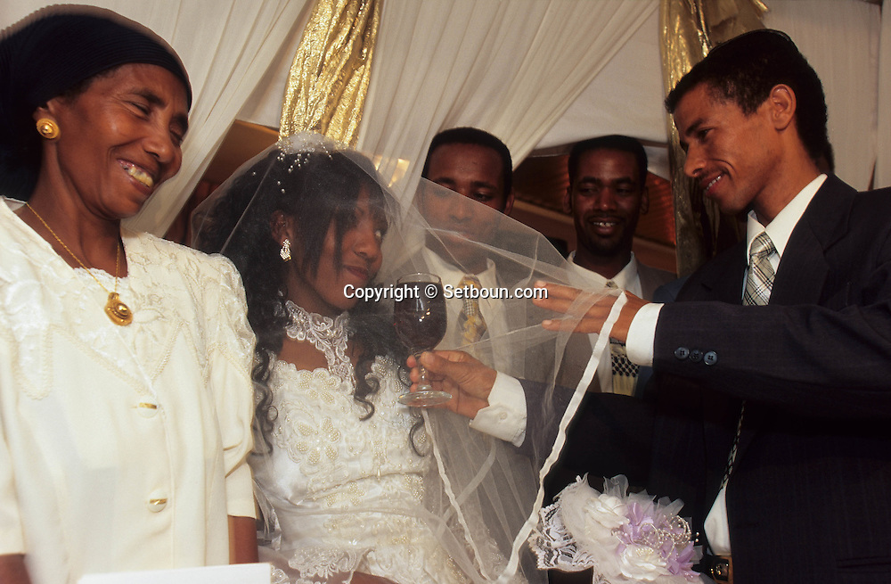wedding of ethiopian jews in Tel Aviv    Israel  (falashmuras) immigrants from ethiopia   /// Mariage de juifs éthiopierns  à Tel aviv    Israel (falashmuras)  /// R00287/    L004423  /  P0007221
