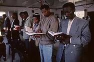 "prayer with rabbi Waldman who has converted 5000 ""Falashas""  from Ethiopia  givaat amatos, jerusalem  Israel     /// priere des ethiopiens avec le rabbin waldman qui a convertit 5000 ""falashas ""  givaat amatos, jerusalem  Israel nouveaux refugieé  /// R00287/    L004326  /  P0007176"