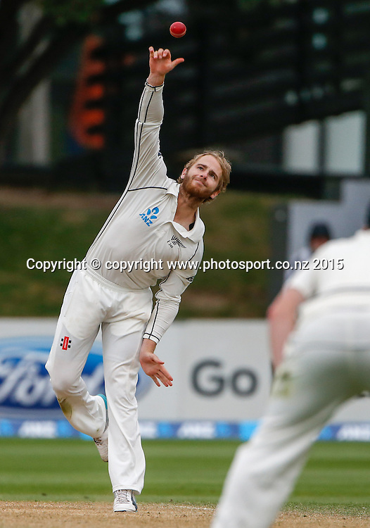 Kane Williamson bowls. Fourth day, second test, ANZ Cricket Test series, New Zealand Black Caps v Sri Lanka, 06 January 2015, Basin Reserve, Wellington, New Zealand. Photo: John Cowpland / www.photosport.co.nz