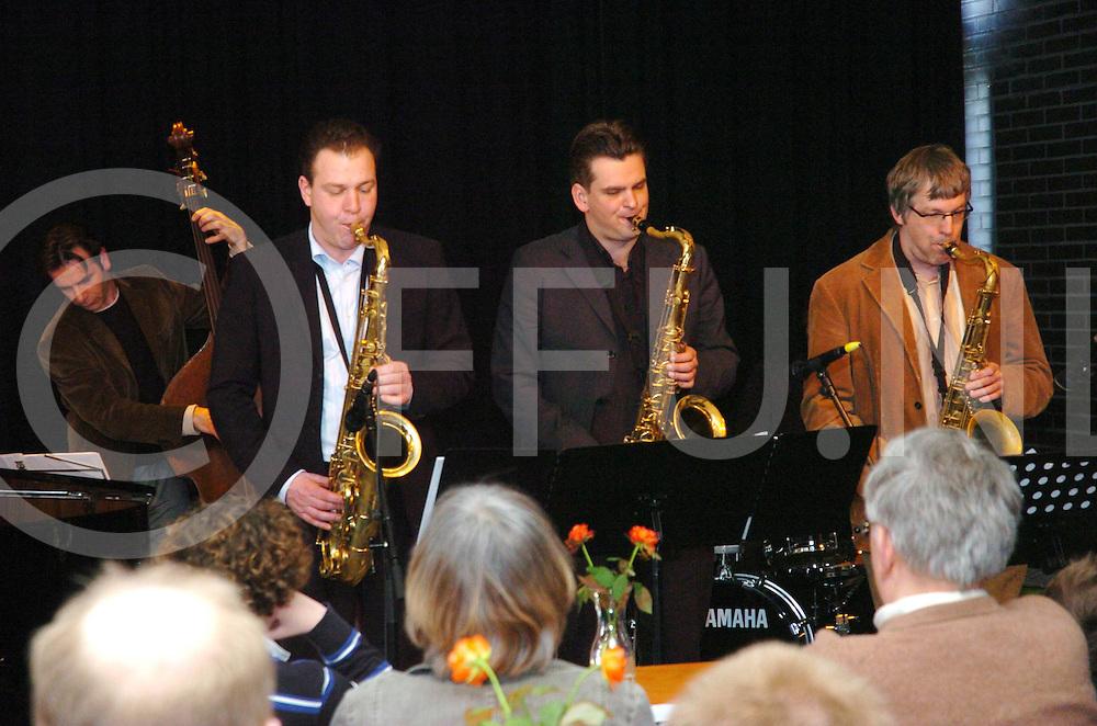 ALMELO<br /> Bibliotheek, uitvoering met drie tenor saxofoons.<br /> Editie: AM<br /> fotografie frank uijlenbroek&copy;2006frank uijlenbroek<br /> TT200600305
