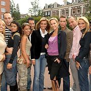 NLD/Amsterdam/20060904 - Perspresentatie undercover Lover, alle deelnemers en presentatrice Tanja Jess en Veronique de Kock