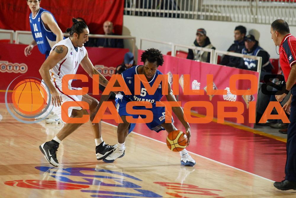 DESCRIZIONE : Roma Uleb Cup 2005-06 Lottomatica Virtus Roma Dinamo Mosca <br /> GIOCATORE : Douglas <br /> SQUADRA : Dinamo Mosca <br /> EVENTO : Uleb Cup 2005-2006 <br /> GARA : Lottomatica Virtus Roma Dinamo Mosca <br /> DATA : 15/11/2005 <br /> CATEGORIA : Palleggio <br /> SPORT : Pallacanestro <br /> AUTORE : Agenzia Ciamillo-Castoria/G.Ciamillo