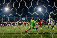 ALMELO - 14-04-2017, Heracles  Almelo - AZ, AFAS Stadion, 1-2, AZ speler Wout Weghorst scoort hier de 0-1, doelpunt, Heracles Almelo keeper Bram Castro