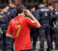 GEPA-2606087325 - WIEN,AUSTRIA,26.JUN.08 - FUSSBALL - UEFA Europameisterschaft, EURO 2008, Host City Fan Zone, Fanmeile, Fan Meile, Public Viewing. Bild zeigt einen Spanien-Fan.<br />Foto: GEPA pictures/ Reinhard Mueller