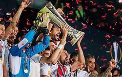 18.05.2016, St. Jakob Park, Basel, SUI, UEFA EL, FC Liverpool vs Sevilla FC, Finale, im Bild Jubel der Sevilla Spieler mit den Pokal, Coke (FC Sevilla) // Sevilla Players lift up the Trophy Coke (FC Sevilla) during the Final Match of the UEFA Europaleague between FC Liverpool and Sevilla FC at the St. Jakob Park in Basel, Switzerland on 2016/05/18. EXPA Pictures © 2016, PhotoCredit: EXPA/ JFK