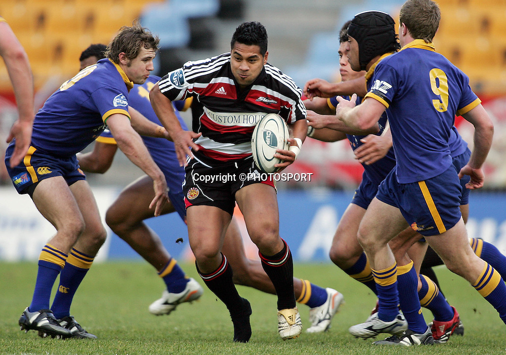 Counties centre Niva Ta'auso in action during the round one Air NZ Cup rugby union match between Counties Manukau and Otago at Mt Smart Stadium, Auckland, on Saturday 29 July 2006. Photo: Andrew Cornaga/PHOTOSPORT<br /><br /><br />290706