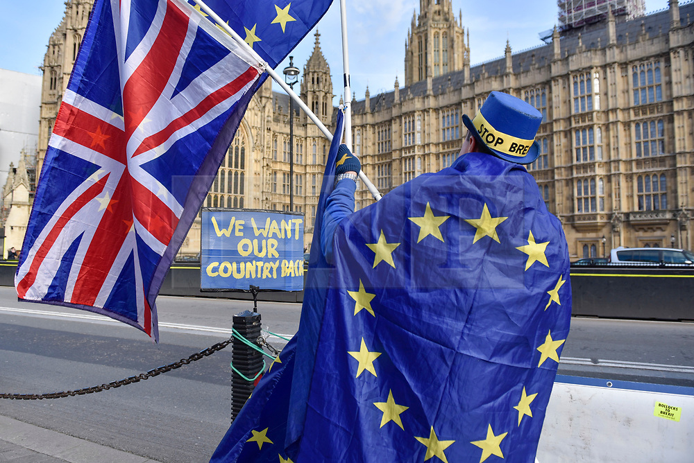 """© Licensed to London News Pictures. 30/01/2018. LONDON, UK.  Campaigners gather outside the Houses of Parliament to protest against Brexit waving European Union flags.  It has been reported that a leaked document entitled """"EU Exit Analysis - Cross Whitehall Briefing"""", drawn up by the Department for Exiting the EU, concludes that Britain will be worse off under any Brexit scenario.   Photo credit: Stephen Chung/LNP"""