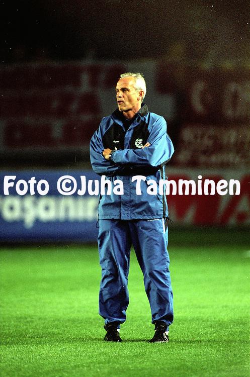 14.10.1998, Ali Sami Yen Stadium, Istanbul, Turkey. UEFA European Championship qualifying match, Turkey v Finland. .Coach Richard M¿ller Nielsen - Finland.©JUHA TAMMINEN
