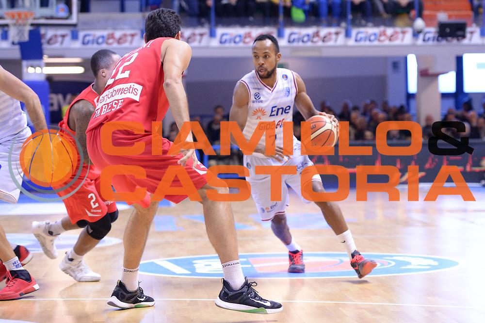 DESCRIZIONE : Brindisi  Lega A 2015-16<br /> Enel Brindisi Openjobmetis Varese<br /> GIOCATORE : Alexander Harris<br /> CATEGORIA : Palleggio <br /> SQUADRA : Enel Brindisi<br /> EVENTO : Campionato Lega A 2015-2016<br /> GARA :Enel Brindisi Openjobmetis Varese<br /> DATA : 29/11/2015<br /> SPORT : Pallacanestro<br /> AUTORE : Agenzia Ciamillo-Castoria/M.Longo<br /> Galleria : Lega Basket A 2015-2016<br /> Fotonotizia : Brindisi  Lega A 2015-16 Enel Brindisi Openjobmetis Varese<br /> Predefinita :