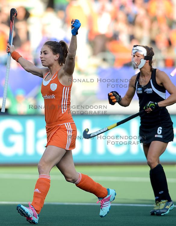 05-06-2014 NED: WK Hockey Nieuw-Zeeland - Nederland, Den Haag<br /> Nederland wint met 2-0 van New Zealand / Eva de Goede