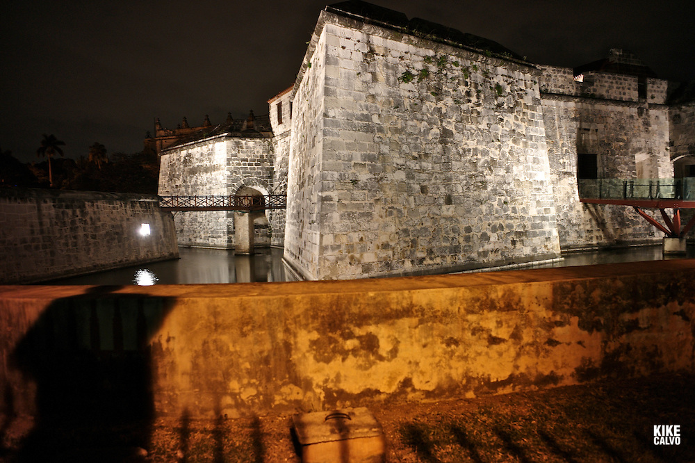 Castillo de la Real Fuerza, showing the moat, the drawbridge and the Giraldilla Tower. Today houses a shipwreck museum