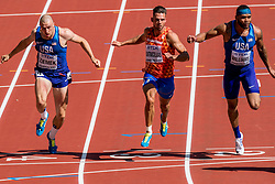 11-08-2017 IAAF World Championships Athletics day 8, London<br /> Eelco Sintnicolaas NED (tienkamp) wordt achtste in zijn heat op de 100 m. links Zach Ziemek USA en Devon Williams USA