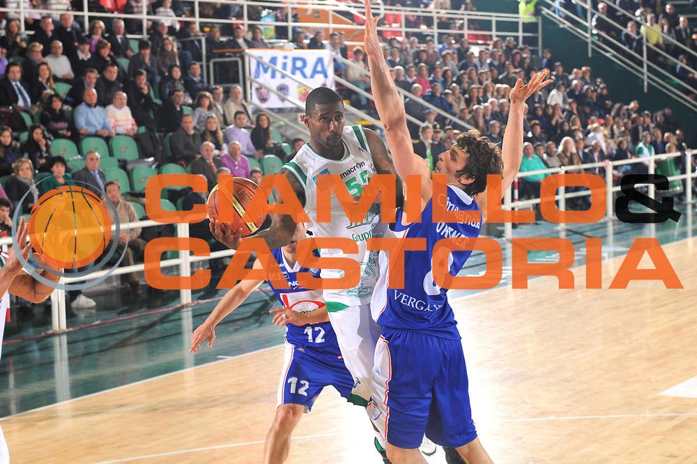 DESCRIZIONE : Avellino Lega A 2010-11 Air Avellino Bennet Cantu<br /> GIOCATORE : Taquan Dean<br /> SQUADRA : Air Avellino<br /> EVENTO : Campionato Lega A 2010-2011<br /> GARA : Air Avellino Bennet Cantu<br /> DATA : 20/11/2010<br /> CATEGORIA : Passaggio<br /> SPORT : Pallacanestro<br /> AUTORE : Agenzia Ciamillo-Castoria/GiulioCiamillo<br /> Galleria : Lega Basket A 2010-2011<br /> Fotonotizia : Avellino Lega A 2010-11 Air Avellino Bennet Cantu<br /> Predefinita :