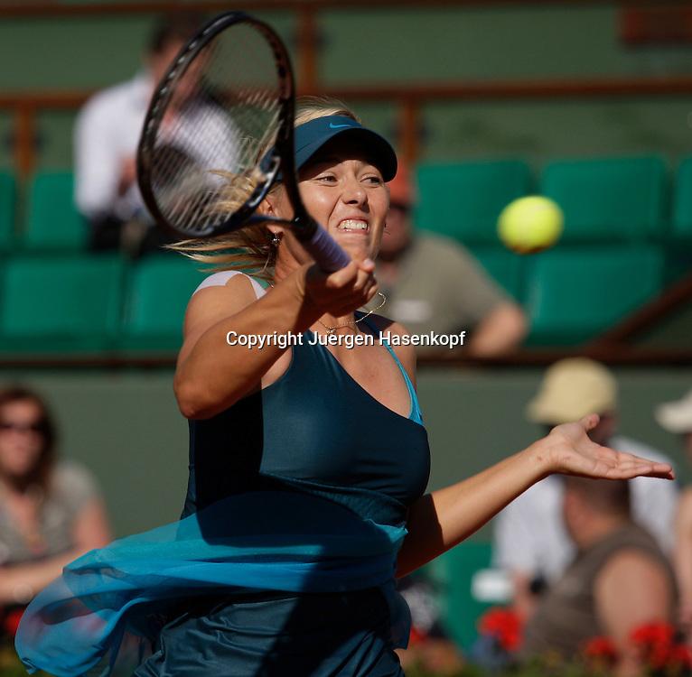 French Open 2009, Roland Garros, Paris, Frankreich,Sport, Tennis, ITF Grand Slam Tournament,.Maria Sharapova (RUS) spielt eine Vorhand,forehand,action,...Foto: Juergen Hasenkopf..