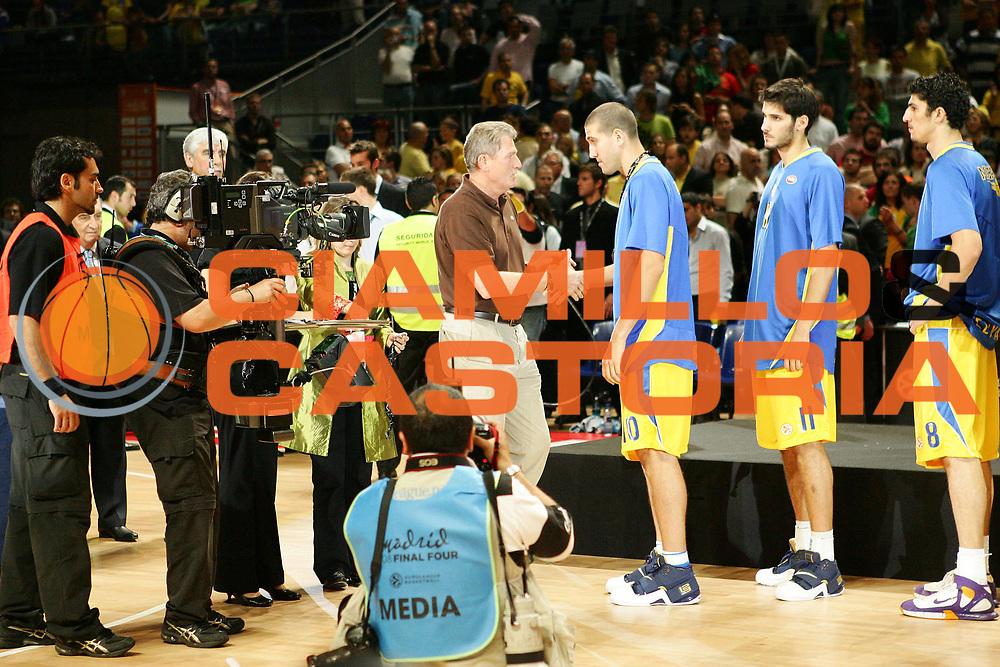 DESCRIZIONE : Madrid Eurolega 2007-08 Finale Maccabi Tel Aviv Cska Mosca <br /> GIOCATORE : Team Tel Aviv <br /> SQUADRA : Tel Aviv <br /> EVENTO : Eurolega 2007-2008 <br /> GARA : Maccabi Tel Aviv Cska Mosca <br /> DATA : 04/05/2008 <br /> CATEGORIA : Delusione <br /> SPORT : Pallacanestro <br /> AUTORE : Agenzia Ciamillo-Castoria/S.Silvestri <br /> Galleria : Eurolega 2007-2008 <br /> Fotonotizia : Madrid Eurolega 2007-2008 Final Four Finale Maccabi Tel Aviv Cska Mosca<br /> Predefinita :