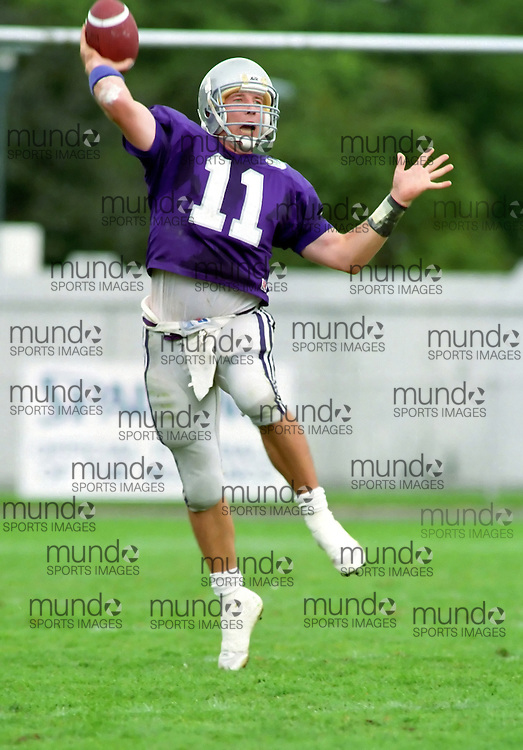 (October 1, 1993) University of Western Ontario Mustangs play the University of Guelph Gryphons in OUAA  football played at J W Little Stadium in London, Ontario. Photograph copyright Sean Burges / Mundo Sport Images.