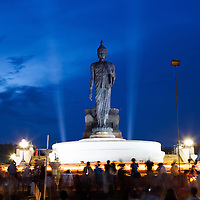 On Ves?kha day, devout Buddhists and followers bring simple offerings of flowers, candles and joss-sticks and perform at candle procession (Wian Tian) by walking 3 times around the standing Buddha at Phutthamonton in Nakorn Pathom, Thailand.