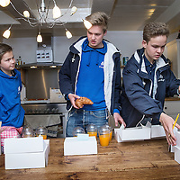 Nederland, Amsterdam, 3 juli 2016.<br /> De Croissant Boys, een familiebedrijf bestaande uit 3 broers die zondagochtend tussen 9-12 uur verse croissants met roomboter en/of jam en verse jus d'orange bij u thuis bezorgt.<br /> Thuis in de keuken wordt alles in orde gemaakt en gesorteerd.<br /> v.l.n.r. Stijn, Bas en Willem Rosier<br /> <br /> The Croissant Boys, a family business consisting of three brothers who deliver fresh croissants with butter and / or jam and fresh orange juice to your home on sunday mornings between 9-12 am.  <br /> photo: Everything is being prepared on the kitchen table at home. <br /> <br /> Foto: Jean-Pierre Jans