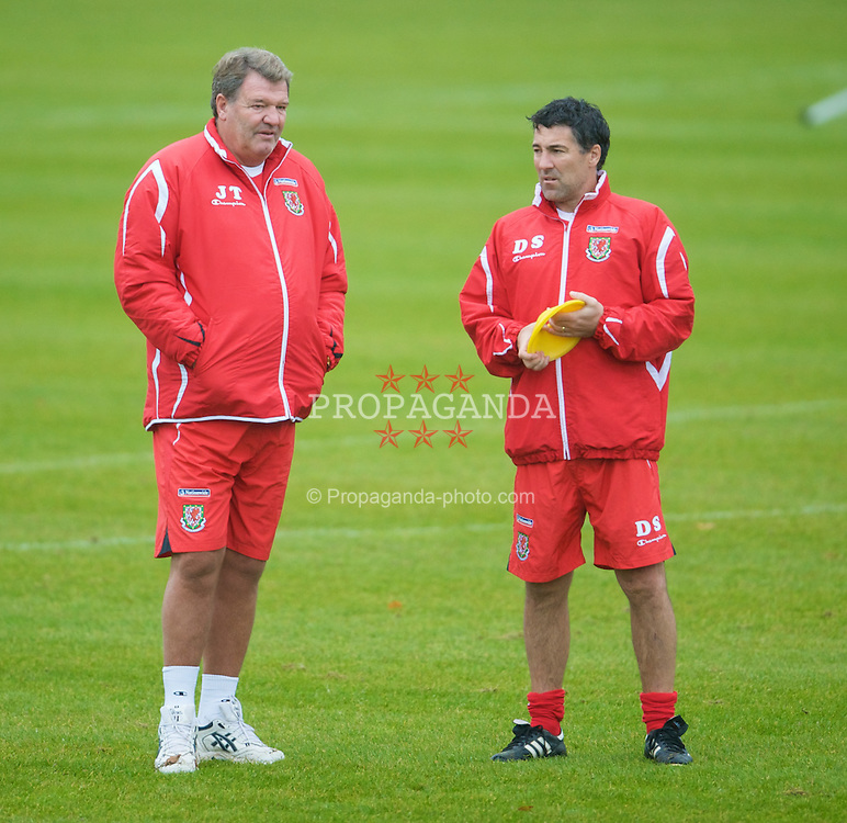 CARDIFF, WALES - Monday, October 13, 2008: Wales' manager John Toshack MBE and assistant coach Dean Saunders during training at the Vale of Glamorgan Hotel ahead of the 2010 FIFA World Cup South Africa Qualifying Group 4 match against Germany. (Photo by David Rawcliffe/Propaganda)