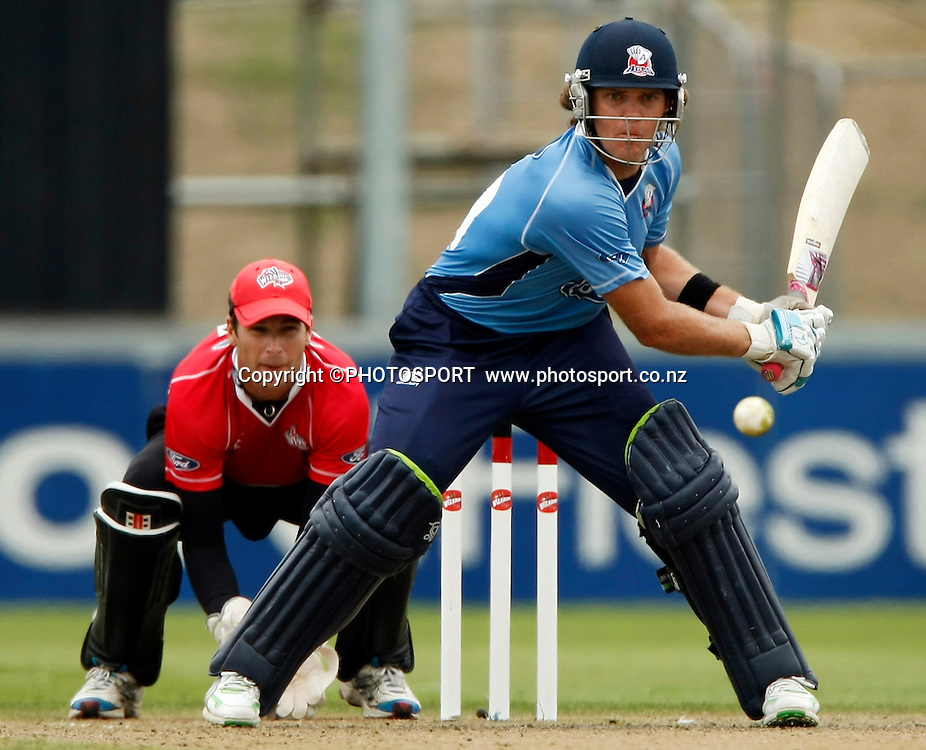 Auckland batsman Lou Vincent during his innings with Reece Young behind the stumps for Canterbury. Canterbury Wizards v Auckland Aces in the One Day Competition Final. QEII Park, Christchurch, New Zealand. Sunday, 13 February 2011. Joseph Johnson / PHOTOSPORT.