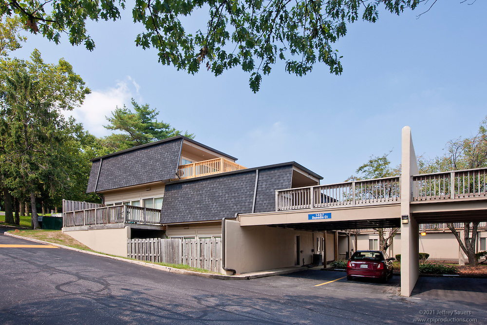 Architectural Photography of Towson  Maryland Apartment Building Colony at Kenilworth by Jeffrey Sauers of Commercial Photographics