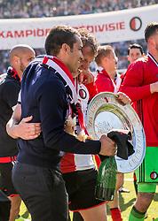 14-05-2017 NED: Kampioenswedstrijd Feyenoord - Heracles Almelo, Rotterdam<br /> In een uitverkochte Kuip pakt Feyenoord met een 3-0 overwinning het landskampioenschap / Coach Giovanni van Bronckhorst , Dirk Kuyt #7