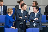 21 MAR 2019, BERLIN/GERMANY:<br /> Franziska Giffey (L), SPD, Bundesfamilienministerin, Jens Spahn (M), CDU, Bundesgesundheitsminister, und Hubertus Heil (R), SPD, Bundesarbeitsminister, im Gespraech, vor Beginn der Bundestagsdebatte zur Regierungserklaerung der Bundeskanzlerin zum Europaeischen Rat, Plenum, Deutscher Bundestag<br /> IMAGE: 20190321-01-005<br /> KEYWORDS: Gespräch
