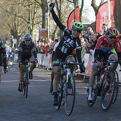 13-03-2016: Wielrennen: Acht van Dwingeloo: Dwingeloo <br /> DWINGELOO (NED) wielrennen <br /> Leah Kirchman (Can) wint in Dwingeloo voor Christine Majerus (Lux) en Anouska Koster