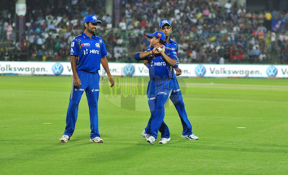 Mumbai Indians Sachin Tendulakr practice with team players during match 36 of the the Indian Premier League ( IPL) 2012  between The Delhi Daredevils and the Mumbai Indians held at the Feroz Shah Kotla, Delhi on the 27th April 2012..Photo by Arjun Panwar/IPL/SPORTZPICS