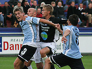 Marc Kraft (Elite 3000) holdes nede af Søren Holdgaard (Randers FC).
