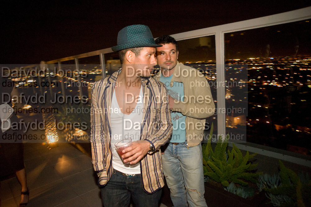 DAMIAN ANDERSON; MARCO COHEN; , Vanity fair and Bally's 'Hollywood Domino' party to benefit The Art of Elysium at the Andaz Hotel, Sunset Boulevard. West Hollywood. 20 February 2009 *** Local Caption *** -DO NOT ARCHIVE-© Copyright Photograph by Dafydd Jones. 248 Clapham Rd. London SW9 0PZ. Tel 0207 820 0771. www.dafjones.com.<br /> DAMIAN ANDERSON; MARCO COHEN; , Vanity fair and Bally's 'Hollywood Domino' party to benefit The Art of Elysium at the Andaz Hotel, Sunset Boulevard. West Hollywood. 20 February 2009