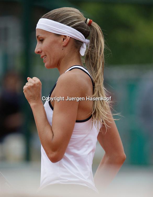 French Open 2009, Roland Garros, Paris, Frankreich,Sport, Tennis, ITF Grand Slam Tournament,<br /> Gisela Dulko (ARG) macht die Faust und jubelt,Emotion<br /> <br /> Foto: Juergen Hasenkopf