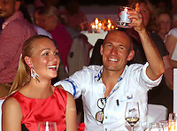 FUSSBALL   1. BUNDESLIGA   SAISON 2013/2014  34. SPIELTAG Deutscher Meister 14/15 FC Bayern Muenchen        10.05.2014 FC Bayern Bankett im Postpalast; Arjen Robben (re) mit Frau Bernadien feiern die Meisterschaft