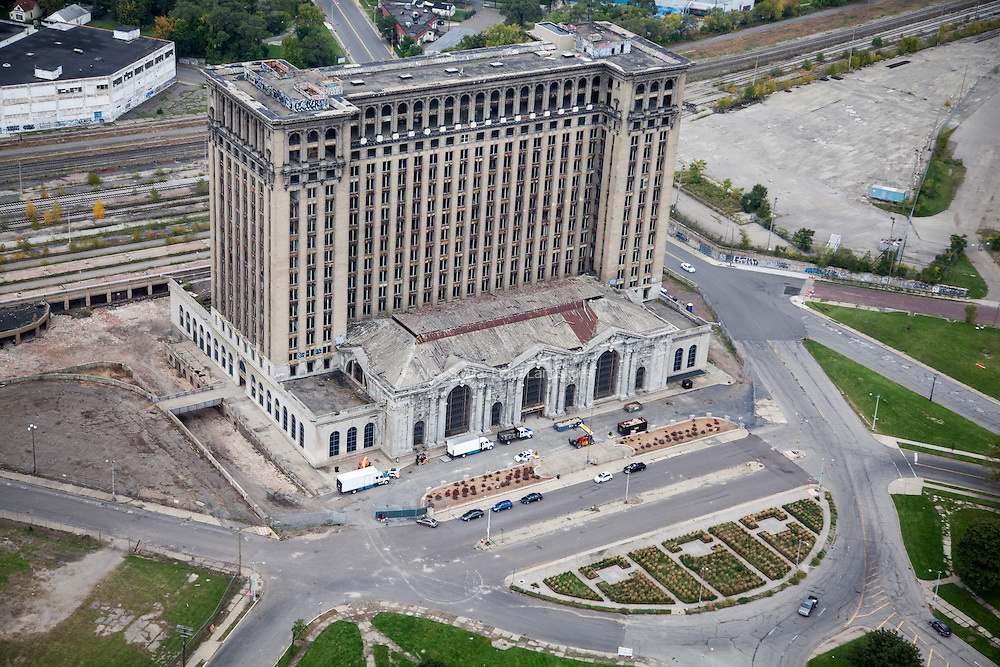 The now empty Michigan Central Station. Designed by architecture firms Warren & Wetmore and Reed & Stem (also designers of New York's Grand Central Station), it is an example of Beaux-Arts Classical style arhictecture. The building is 500,000 square feet and was worth $15 million when it was built between 1912 and 1913.