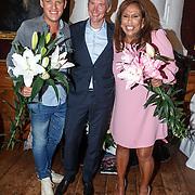 NLD/Leiden/20150603 - Patty Brard en Kees Tol dopen een naar hun vernoemde Lelie, Kees Tol met Patty Brard en de kweker