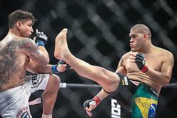 Luta de Antonio Silva Pezão x Frank Mir no card principal do UFC Porto Alegre, na Arena Gigantinho. FOTO: Jefferson Bernardes/ Agência Preview