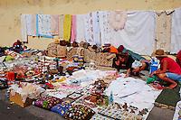 Portugal, Lisbonne, quartier de Alfama, marché au puces dans le quartier de l'Alfama// Portugal, Lisbon, Alfama, market in Alfama